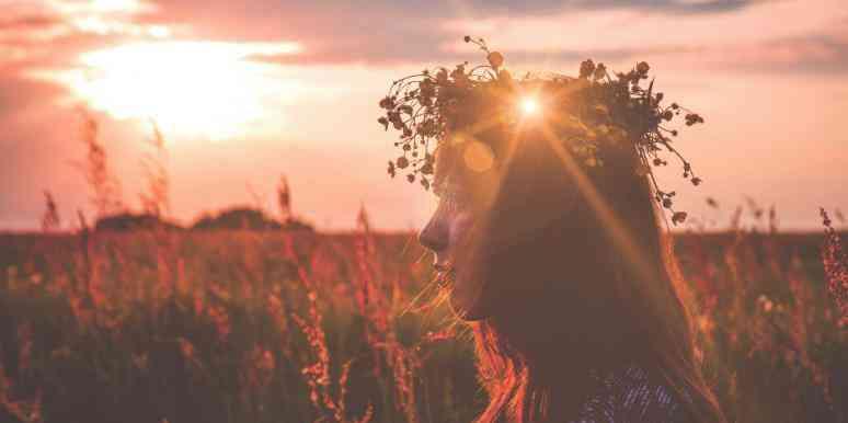 Letní slunovrat je oslavou světla a slunce.